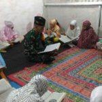 Anggota TNI Mengajar Baca Al-Quran dan Mengaji Puluhan Anak di Boltim