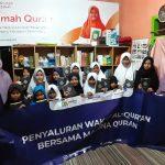 Santri di Tasikmalaya dapat bantuan Mushaf Madina Quran